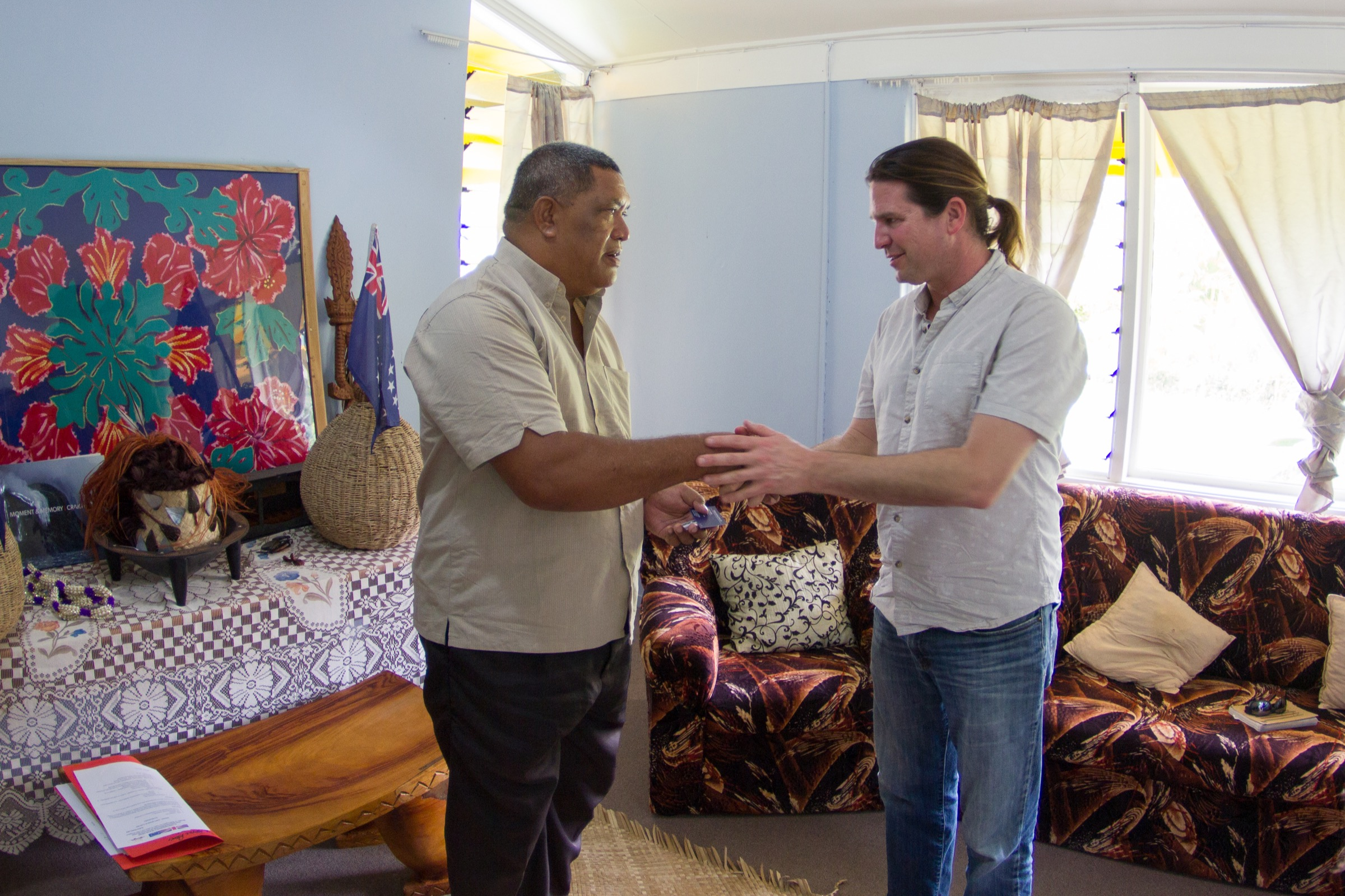 Stuart Sandin meets with traditional leaders from the House of Ariki. Photograph by Brian Zgliczynski/100 Island Challenge