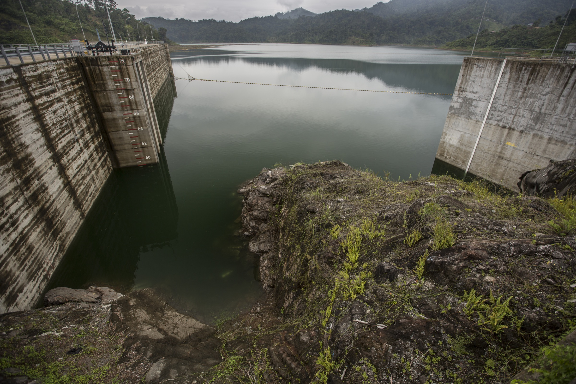 Ignoring concerns expressed by the United Nations, the Panamanian government  completed the construction of the Changuinola I Dam without conducting an official environmental assessment of the project's impact.