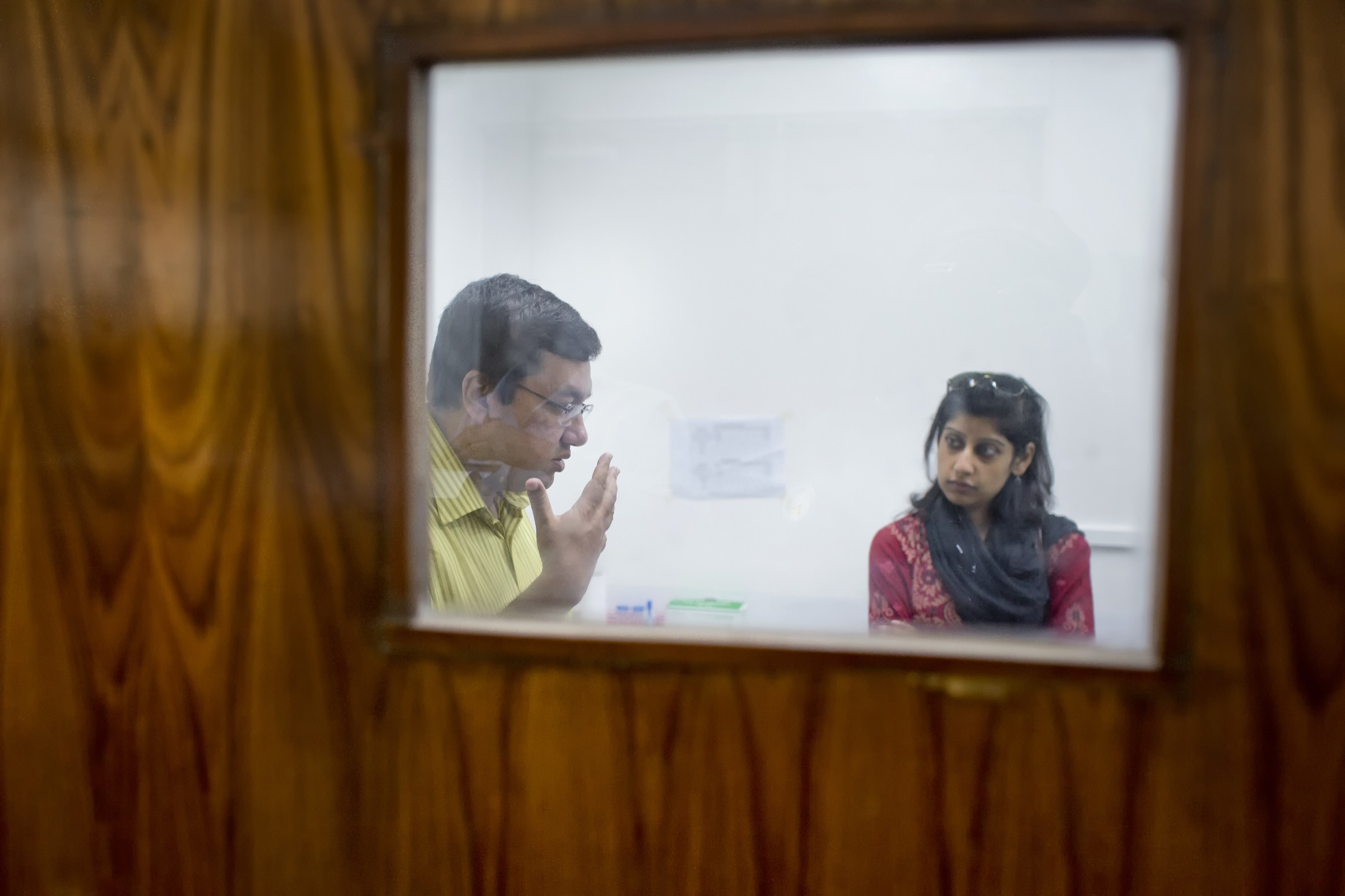 ICDDR,B's Hossain M. S. Sazzad and Farasha Bashir discuss one of the organization's initiatives, which aims to better understand the root causes of Bangladesh's high mortality rate among children. Photograph by A.M. Ahad