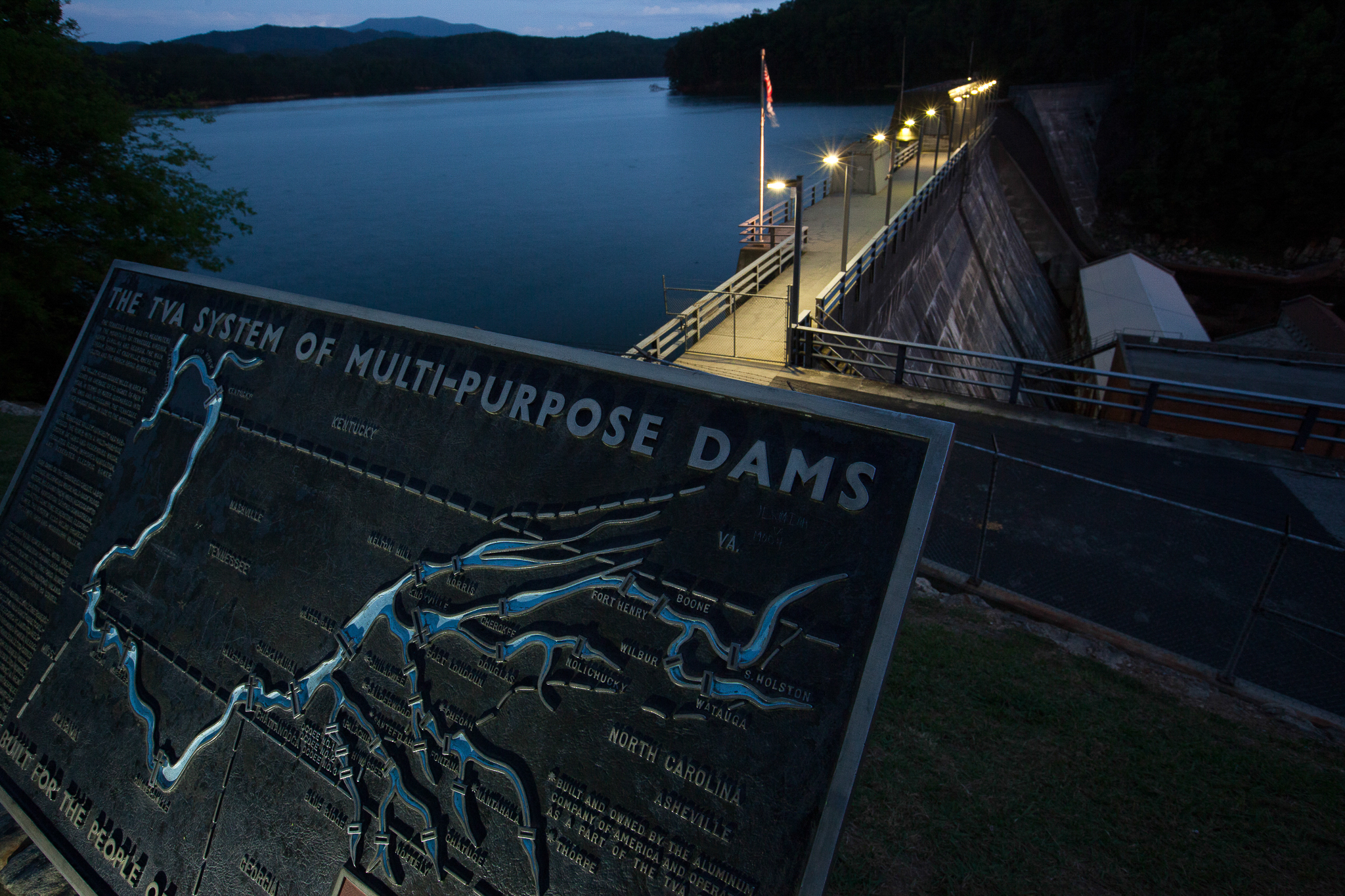 A network of large dams on the Little Tennessee River has resulted in the loss of miles of hellbender habitat, turning pristine river beds into reservoirs.